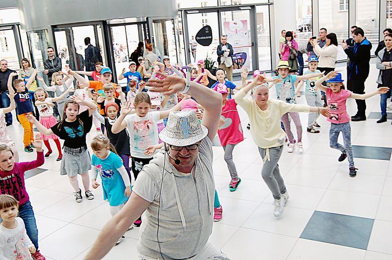 Flash Mob dla Dzieci, Rodzin, 11 IV 2015, Galeria Siedlce